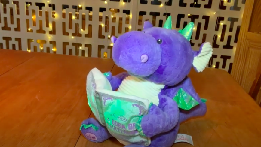 Storytelling dragon dogs toy